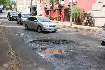 Calles de San Lorenzo están minadas de baches