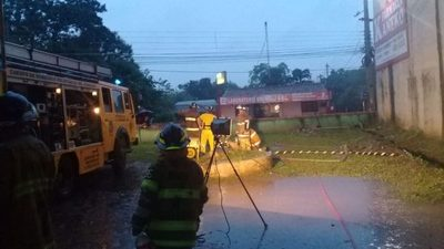 Hospital de Calle'i : Bomberos siguen trabajando para evitar que otra vez se inunde
