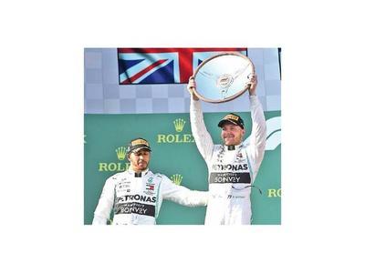 Bottas sonríe y Lewis se conforma con ser 2º