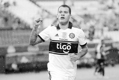 Olimpia golea 5-1 a Guaraní y sigue como único puntero