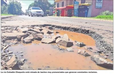 Lluvias empeoran el estado de las calles  minadas de profundos baches