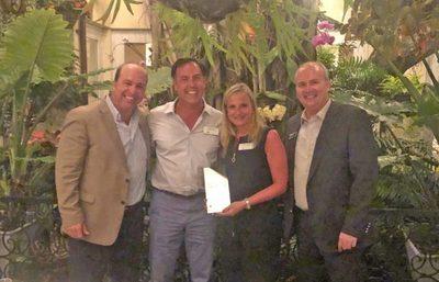 John Deere galardona a empresa paraguaya