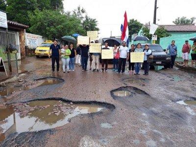 Vecinos exigen reparación de calle en San Lorenzo