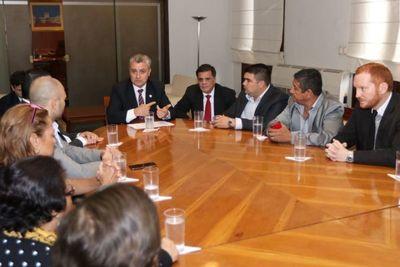 Autoridades municipales de Ypane solicitan al Estado lucha contra invasores