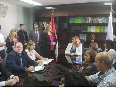 Ciudadanos convocados brindan su apoyo a Sandra Quiñónez