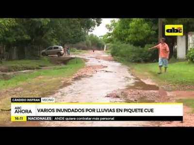 Varios inundados por lluvias en Piquete Cue