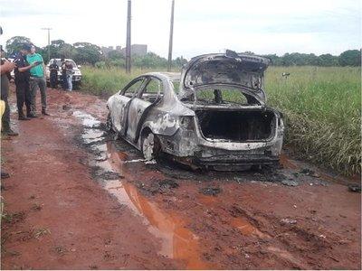 Abandonan auto con el que habrían atentado contra ex piloto de Jarvis
