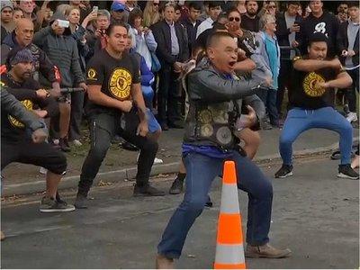 Haka, una danza ritual en homenaje a víctimas de tiroteo