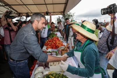 Presidente aboga por transferir tecnología a los pequeños productores para generar el desarrollo integral en el campo