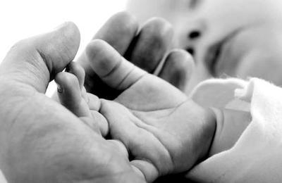 Más datos del caso de la bebé que nació 'embarazada' de su hermano y que asombra al mundo