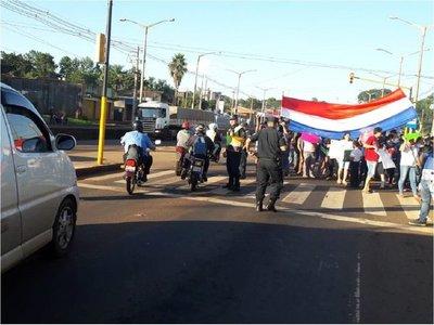 Encarnación: Manifestantes cierran la ruta 6 para exigir asfaltado