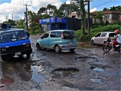 Con precarios parches buscan paliar crítico estado de calles sanlorenzanas