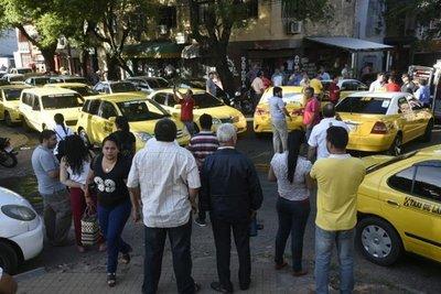 """No deben dejarse """"presionar"""" por taxistas"""