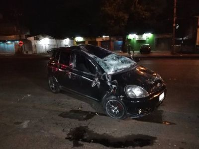 Auto volcó sobre Defensores del Chaco