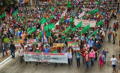 Campesinos llegan a Asunción para marcha anual de este jueves
