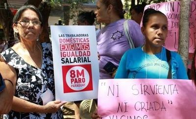 HOY / Aprueban proyecto para que empleadas domésticas cobren 100% del salario mínimo