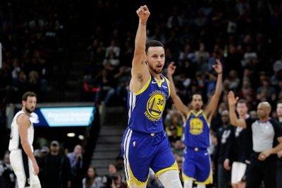 Los Warriors recuperan el liderato