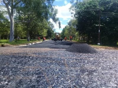 Pese a oposición, asfaltan casco histórico de Quyquyhó