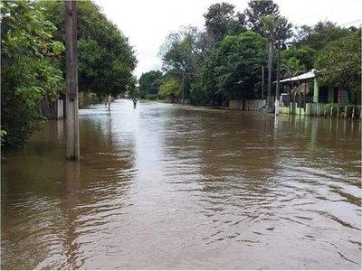 Centenares de viviendas inundadas por desborde del río Tebicuarymí