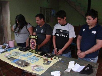 Detienen a hinchas con drogas y un arma en Fernando de la Mora