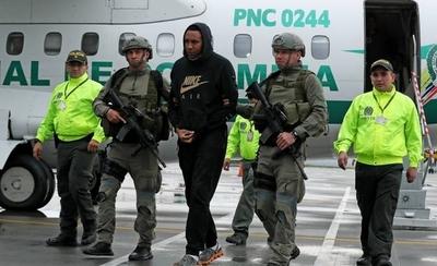 HOY / Exfutbolista colombiano preso, acusado de pagar a quienes transportaban droga