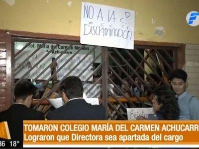 Alumnos denuncian discriminación y logran apartar del cargo a directora