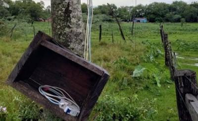 Primos mueren electrocutados al hacer contacto con un alambrado