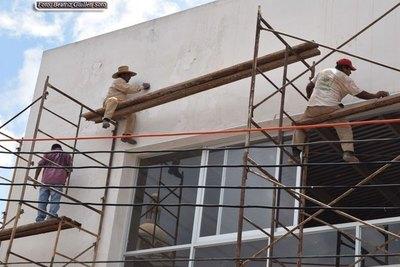 ENCARNACIÓN: OBREROS ARRIESGAN SUS VIDAS EN CONSTRUCCIÓN DE EDIFICIOS.