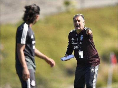 Martino debuta con México ante un Chile que apunta a la Copa América