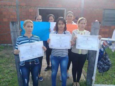 Enfermeras protestan en repudio a la contratación de una profesional