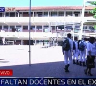 Sin docentes ni kits escolares en Excolegio Nacional de la Capital