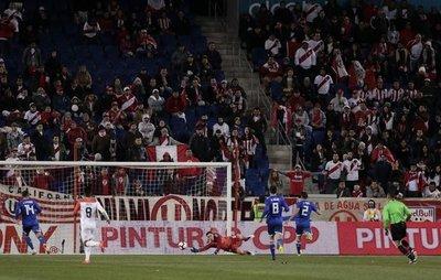 Perú amargó el debut de Berizzo con Paraguay