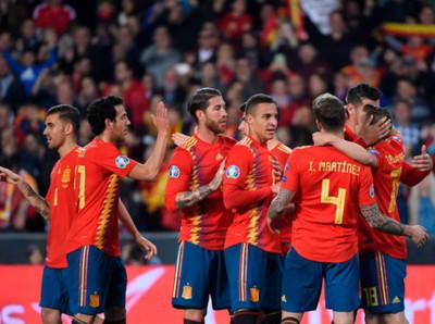 España triunfa ante Noruega y arranca con el pie derecho