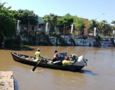 Ahora el río Paraguay inunda a familias