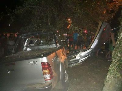 Lujosa camioneta volcó en Areguá