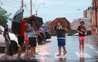 Meteorología anuncia lluvias dispersas para este lunes