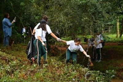 Arroyo Hu'i rupa está contaminado por desidia de gobiernos municipales y falta de conciencia