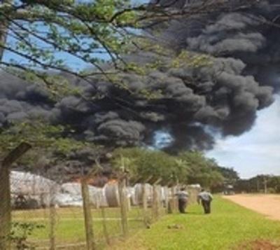 Gran incendio en predio de Luque
