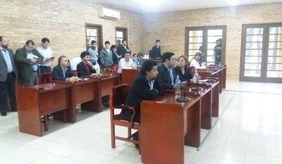 Concejales de CDE no sesionarían mañana tras ser descubiertos en negociado con casillas
