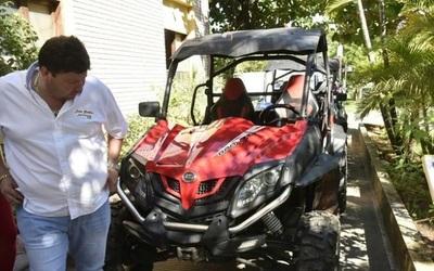 Comisario recibe millones por recuperar vehículos robados