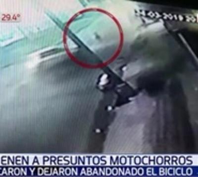 Detienen a supuestos motochorros que chocaron y abandonaron su biciclo