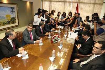 Presentan proyectos de leyes para impulsar competitividad del país