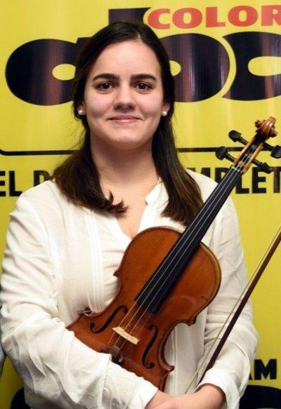 Jeannette Bogado toca en Drácena