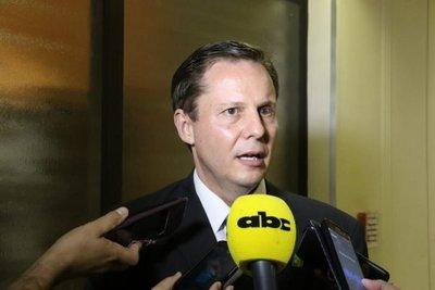 """""""Lo que sobra"""" es votar por Martínez Simón"""