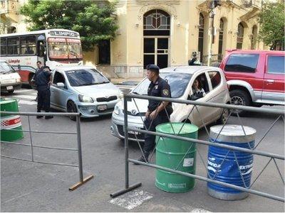 Bloquean calles del microcentro ante movilizaciones