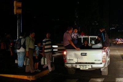 """Maduro llama a """"gran movilización"""" en respuesta a protestas de Guaidó"""
