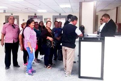 Incesante peregrinar de las víctimas del Ycuá Bolaños V
