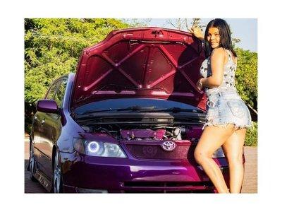 Chicas también tunean sus autos y compiten