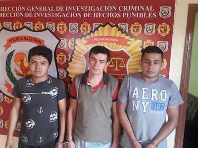 Atrapan a tres presuntos robamotos cuando intentaban negociar biciclos