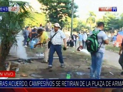Campesinos se retiran de la Plaza de Armas tras acuerdo con el Gobierno